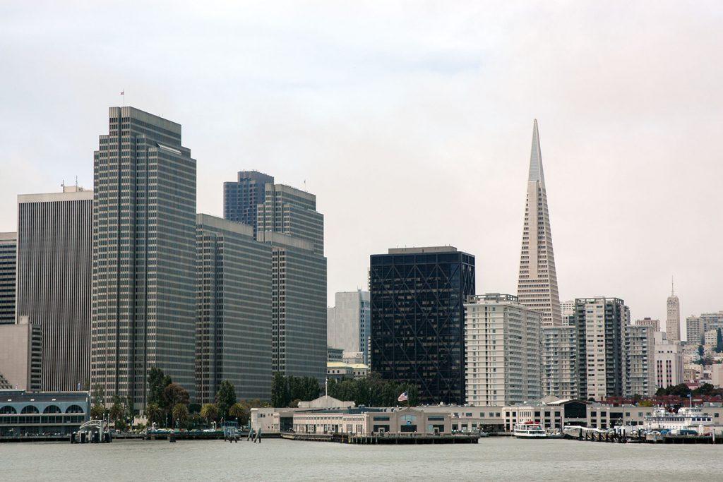 Der Financial District mit seinen weitgehend gesichtslosen Bauten sowie die Transamerica Pyramid